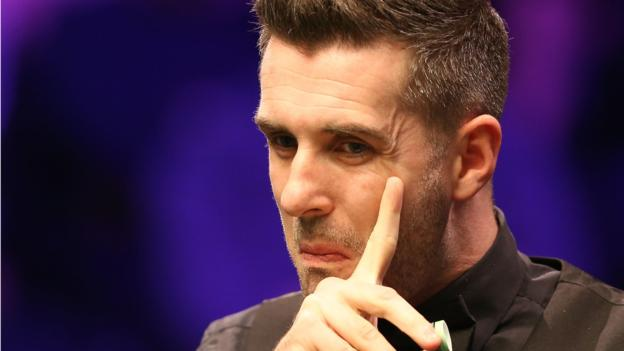 UK Championship: Mark Selby battles past Martin O'Donnell to reach last 16