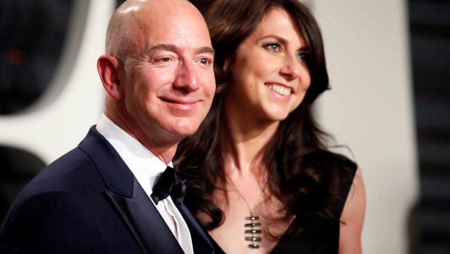 Jeff Bezos Beats Bill Gates as World's Richest, Thanks to Your Amazon Holiday Splurge