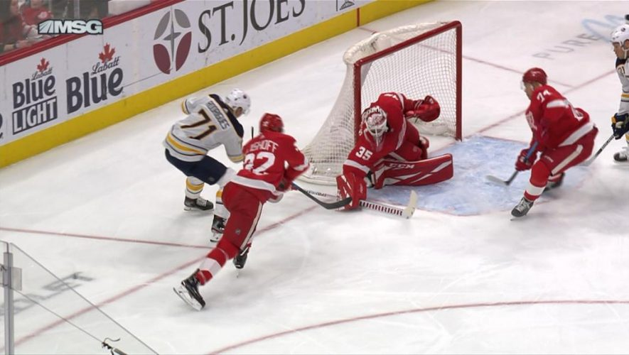 Sabres use quick start to top Red Wings