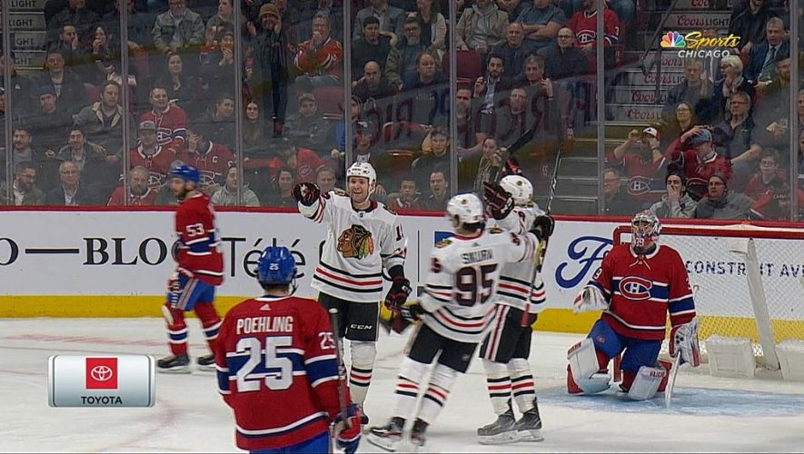 Smith scores two goals, Blackhawks defeat Canadiens